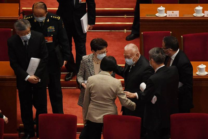 Tung Chee-hwa walked away on his own. Carrie Lam and Leung Chun-ying both stepped forward to express their condolences.  (AFP)