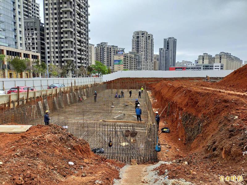 林口公車轉運站將於今年5月底前完工啟用。(記者周湘芸攝)
