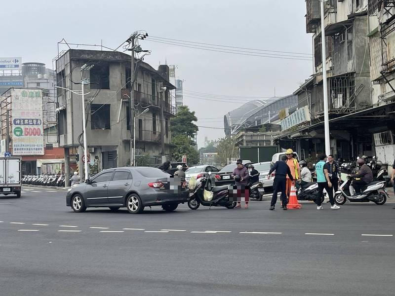 台中市東區一處大型七叉危險路口,不到一個月發生超過18起有報案紀錄的車禍,平均2天就車禍一次,連相關單位會勘時也目擊車禍。 (議員鄭功進提供)