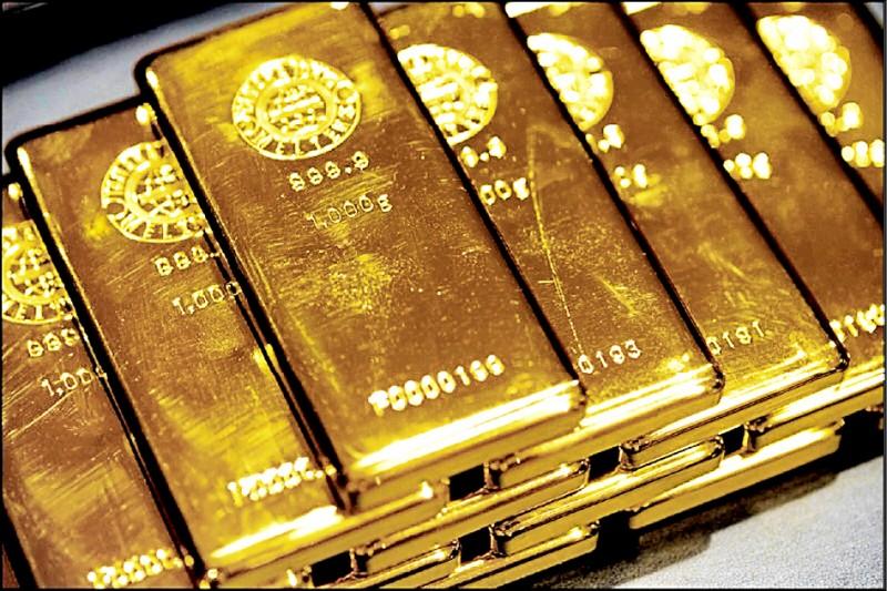 80歲婦人提領290萬要買黃金,行員為免她遇詐,請警方前來關心。圖為黃金示意圖。(彭博檔案照)
