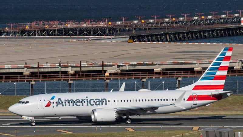 美國航空波音737 Max客機載有95名乘客和6名機組人員,由於出現引擎問題緊急降落。美國航空波音737 Max示意圖。(路透)