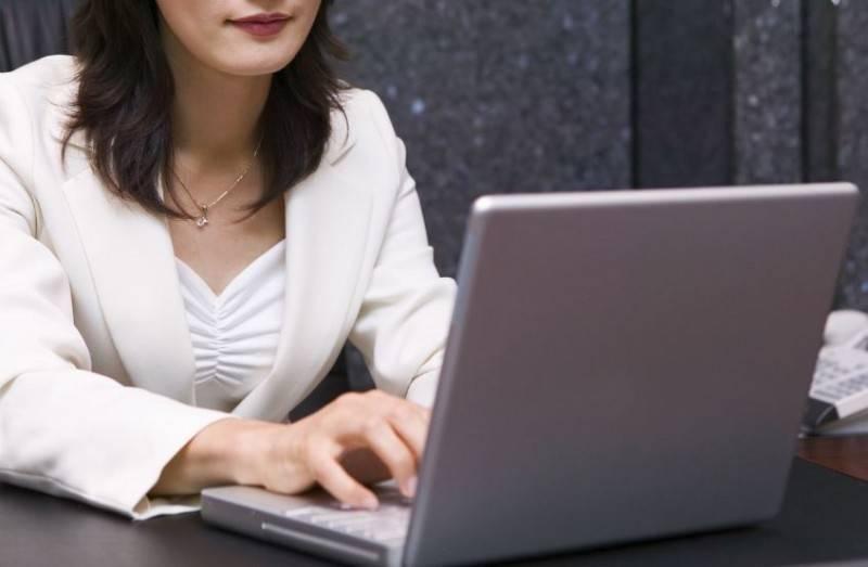 從事行政工作的女網友到科技公司面試,被問及「為什麼應徵我們公司?」讓她不知所措,有過來人分享自己直接表明「錢多」的回答,讓「台積電主管也稱讚」。(情境照)