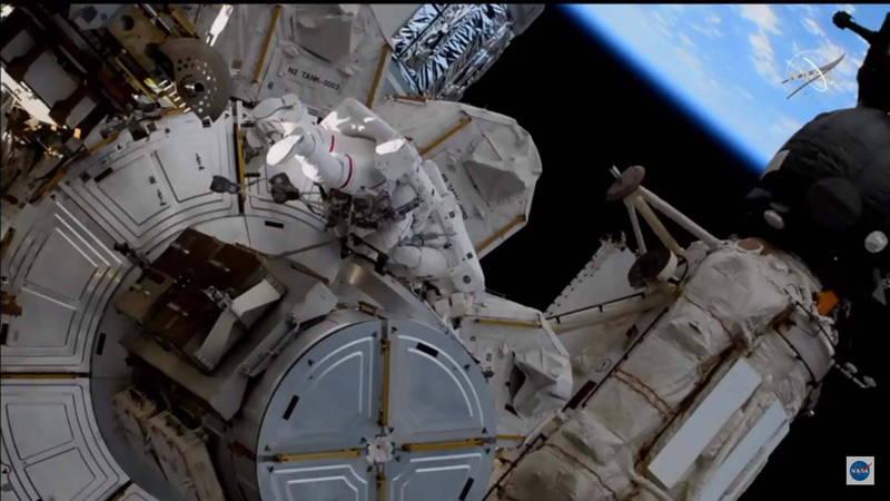 上月分享在國際太空站拍下南台灣美景的日本太空人野口聰一,今日順利完成第4次艙外活動。(歐新社)