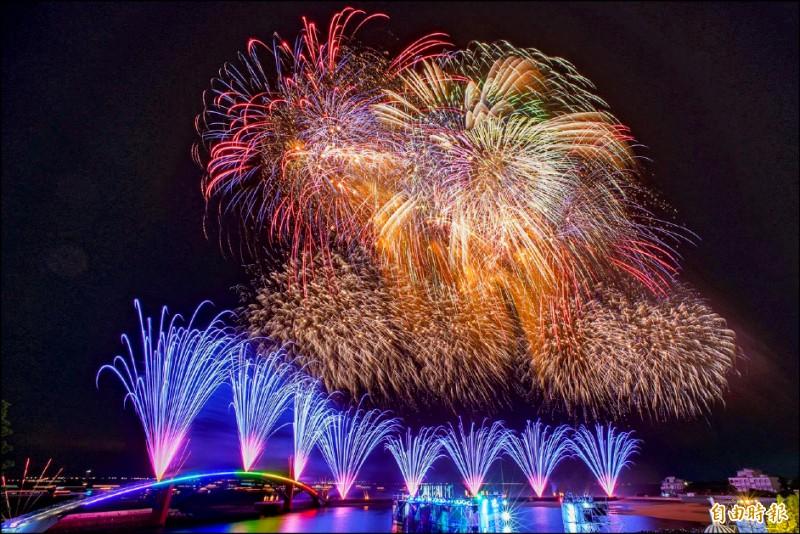 今年澎湖國際海上花火節,確定如期4月22日正式升空開幕。(記者劉禹慶攝)