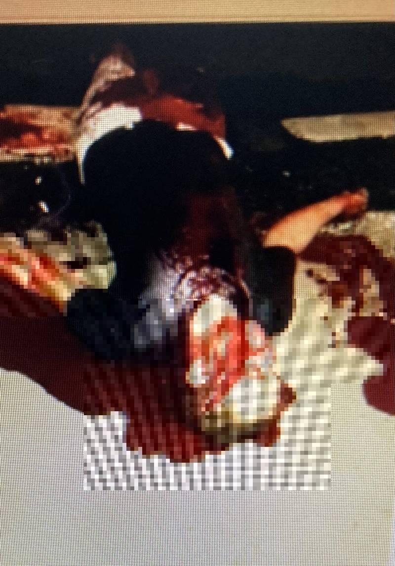 「阿龍」傳出一張滿是鮮血的凌虐照片,讓嚴男嚇到把存款都交出去。(民眾提供)