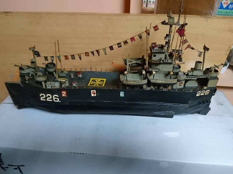 23年前當兵時用厚紙板拼出軍艦!網友一看跪了喊「神人」