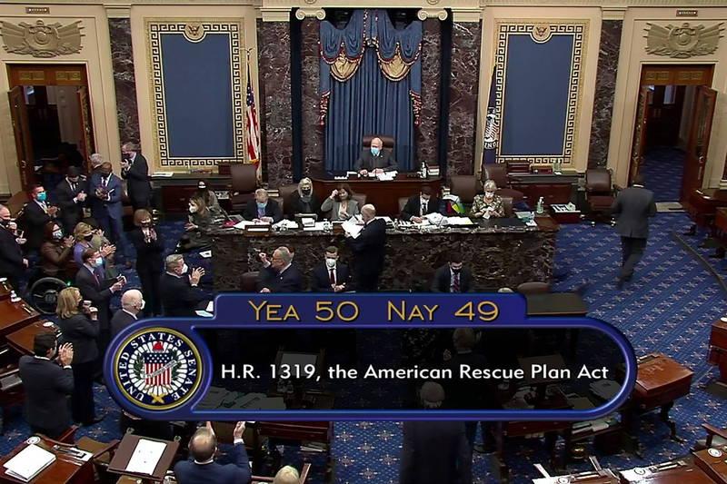 美國參議院以50票對49票結果,通過1.9兆美元紓困法案。(路透)