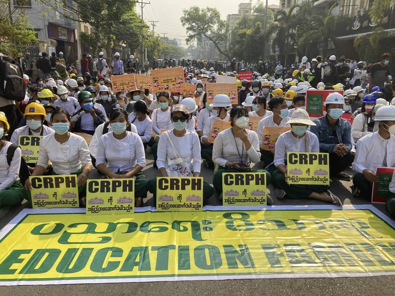 緬甸軍方強占大學 曼德勒70多人被捕
