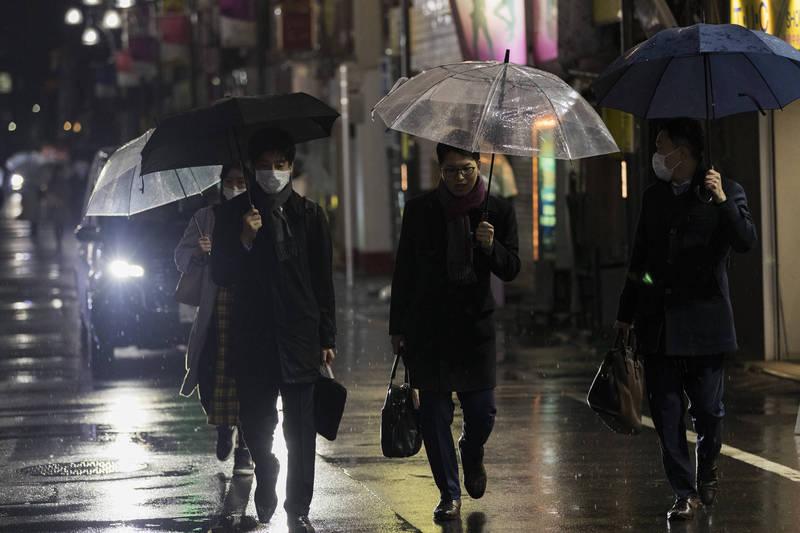 日本昨增1054例、40死,累計病例近44萬。圖為東京街頭。(美聯社)