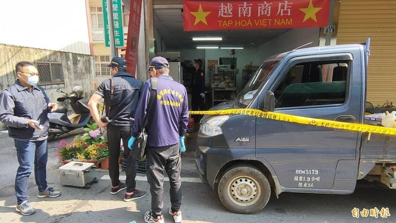 南投縣埔里鎮第3市場越南商店上午發生情殺案,警方封鎖現場進行調查。(記者佟振國攝)