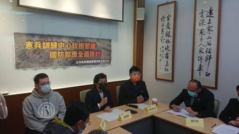 時代力量立委陳椒華率護樹團體與民眾召開記者會。(時代力量提供)