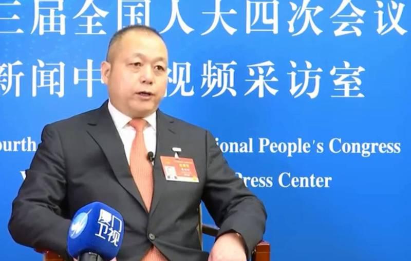中國全國人大「台籍代表」、香港富麗國際集團董事局主席蔡培輝(見圖)在中國兩會期間受訪指出,許多港、澳、台青年都想要到中國從軍。(擷取自微博)