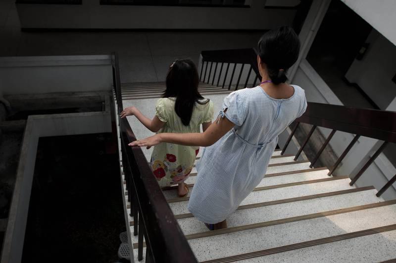 俄羅斯莫斯科一對小情侶在樓梯間嘿咻,男方因看見警方上門處理竟嚇得從17樓開窗逃跑。示意圖。(法新社)
