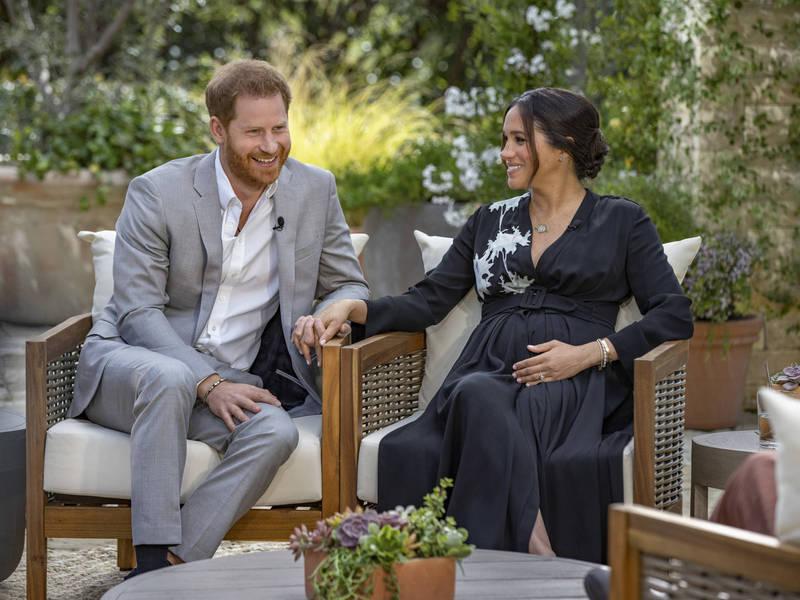 哈利夫棄不後悔脫離英王室決定,梅根向主持人放閃,與哈利王子的新生活「將比你所看過的童話故事更美妙」。(美聯社)