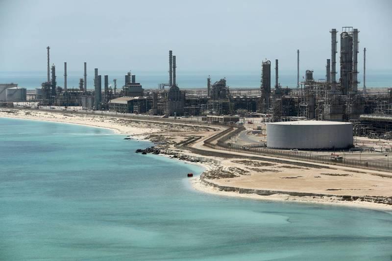 沙烏地阿美石油公司位於拉斯坦努拉的石油設施遭到葉門叛軍「青年運動」攻擊。(路透)