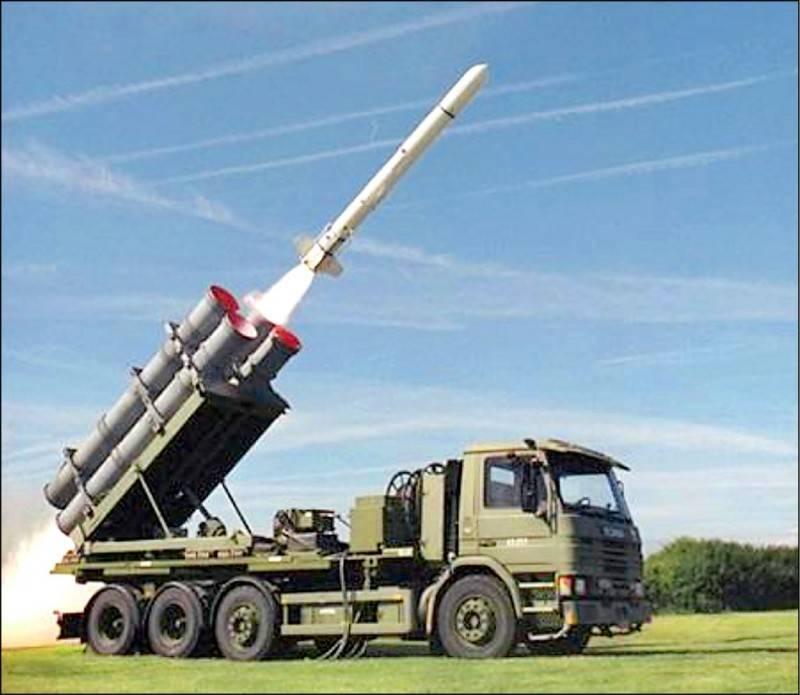 川普政府去年對台出售多達7種主要武器系統,圖為其中之一的陸射魚叉飛彈。(圖取自Boeing Defense推特)