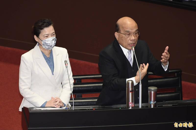 行政院長蘇貞昌(右)、經濟部長王美花(左)今9日出席立法院會並備詢。(記者塗建榮攝)