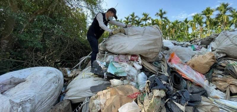 可疑空地被偷倒廢棄物。(屏東縣政府環保局提供)