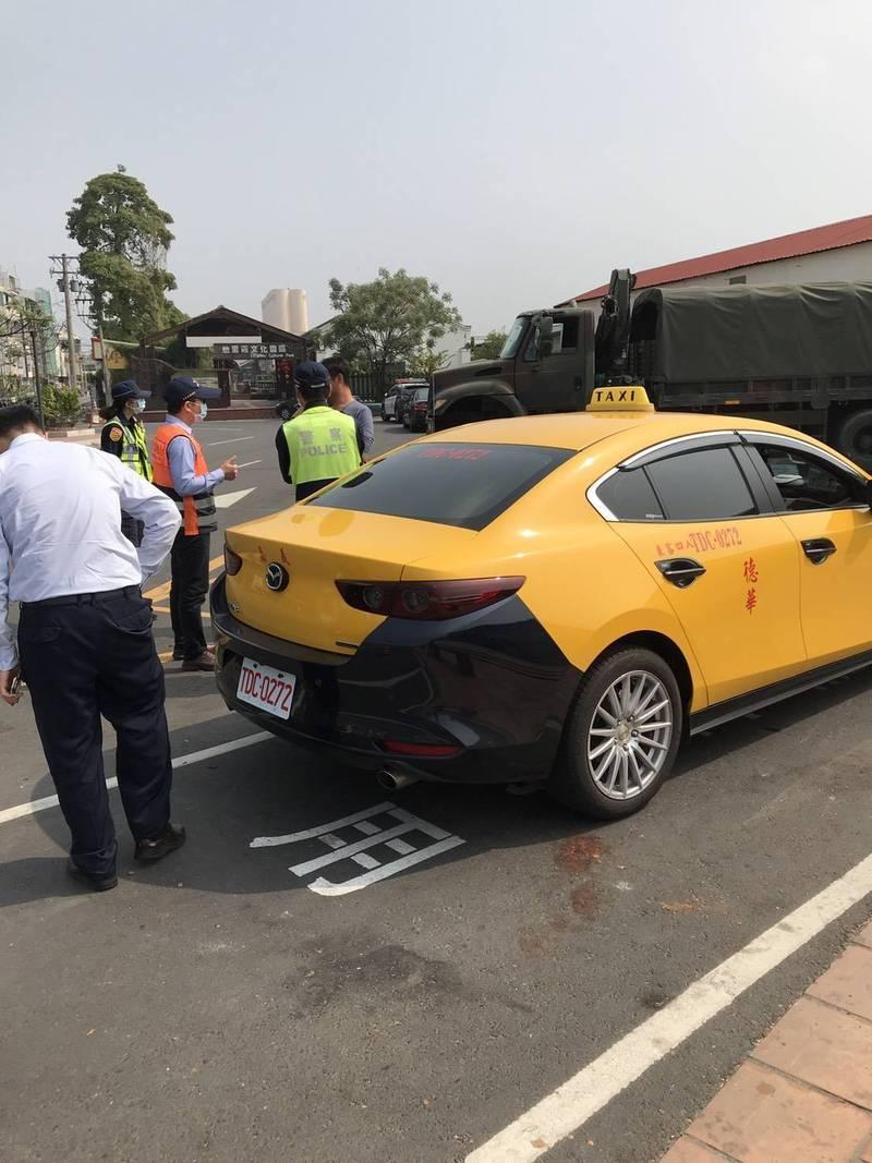 傳有外籍移工開白牌車在斗南火車站違規載客,雲林監理站會同警方加強稽查取締。(記者詹士弘翻攝)