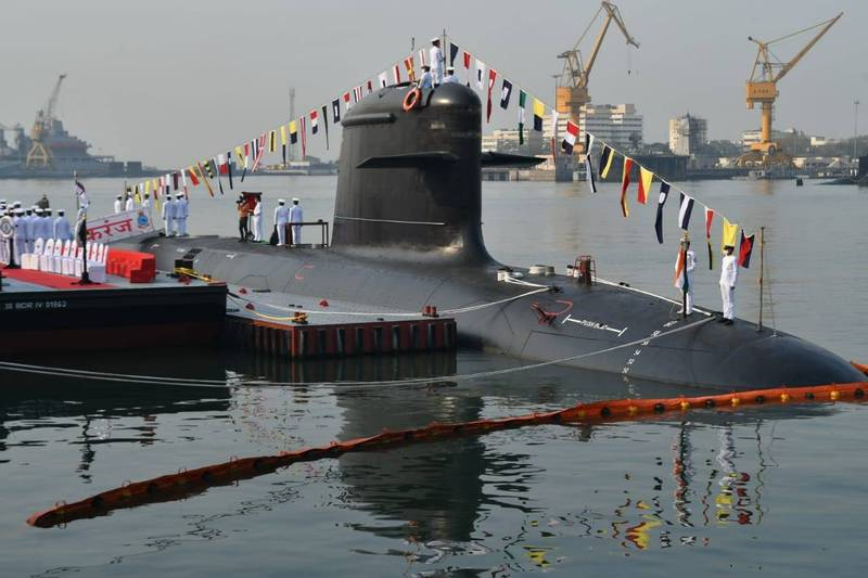 印度海軍10日宣佈,印度第3艘鮋魚級柴電攻擊潛艦「卡蘭傑號」正式進入海軍服役,並在孟買海軍碼頭舉辦服役儀式,圖為潛艦「卡蘭傑號」。(擷取自印度海軍發言人推特)