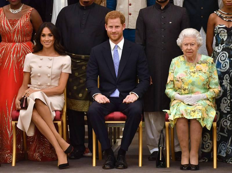 英國女王伊莉莎白二世(Elizabeth II,圖右一)、薩塞克斯公爵哈利(Prince Harry,圖右二)與他的妻子梅根(Meghan,圖右三)。(法新社資料照)