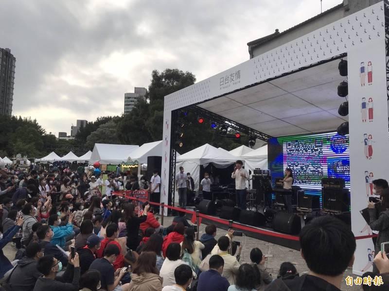 由日本台灣交流協會主辦、文化部與文總協辦的「311十周年東北友情特展」,今起在華山開展,首日便湧入近萬民眾熱情參與。(記者彭琬馨攝)