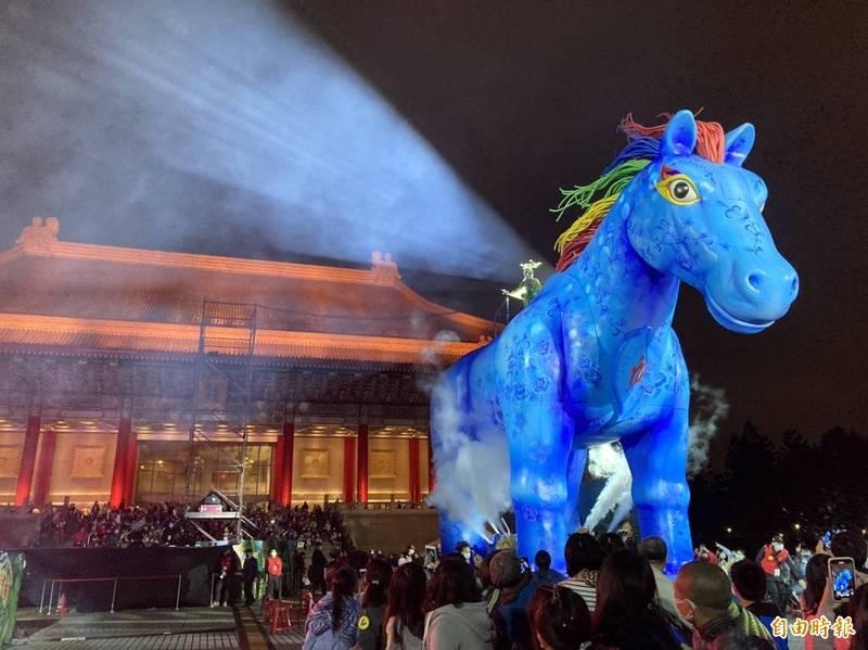 紙風車客家親子劇《雨馬》今晚於兩廳院廣場舉行第二場演出。(記者楊綿傑攝)