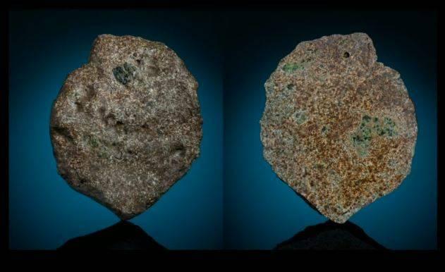 去年隕石「EC 002」掉在非洲沙漠,日本、法國科學家共同研究發現,它約在46億年前形成。(圖擷取自「Mr. SCIENTIA」YouTube頻道)