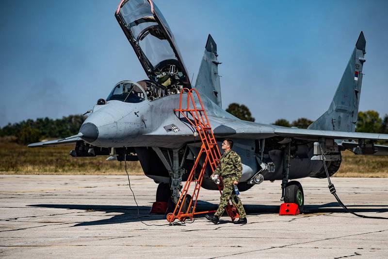 一名烏克蘭空軍軍官日前在空軍基地酒駕,不料途中撞毀了一台MIG-29戰鬥機。MIG-29示意圖,非當事飛機。(法新社)