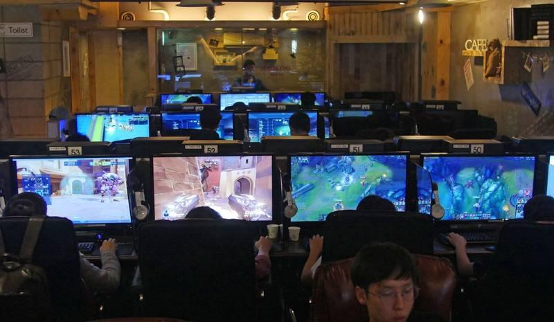 南韓38歲男在網路遊戲與20來歲男性發生糾紛,竟憤而殺害對方。南韓網咖示意圖。(美聯社)