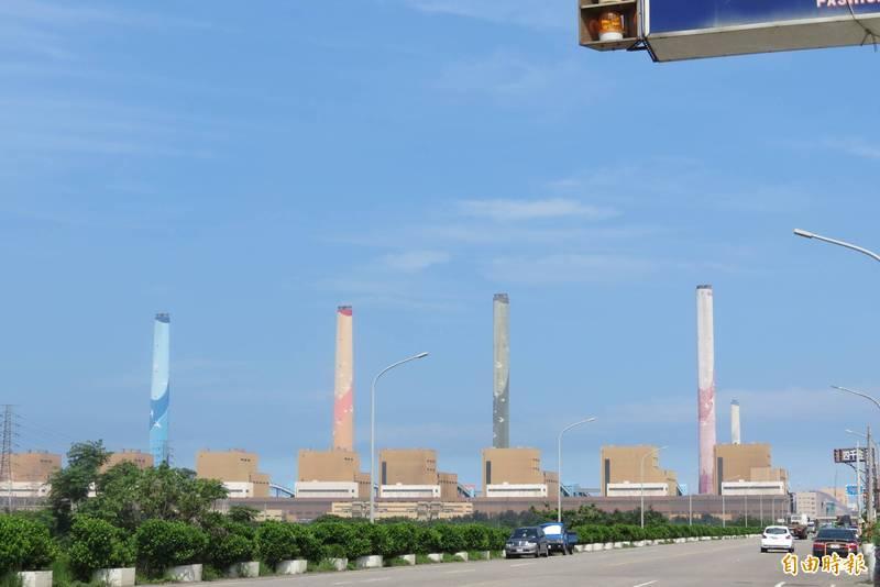 綠營批台中市政府已經用「都計審查」卡燃氣機組一段時間,竟又傳出有香港學者建議核四移至台中重啟。(記者蘇金鳳攝)