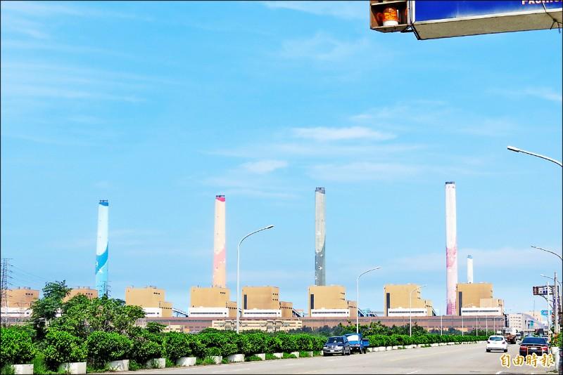 綠營批台中市政府已經用「都計審查」卡燃氣機組一段時間,竟又傳出有香港學者幫忙牽線,評估核四電廠移師台中市。(記者蘇金鳳攝)