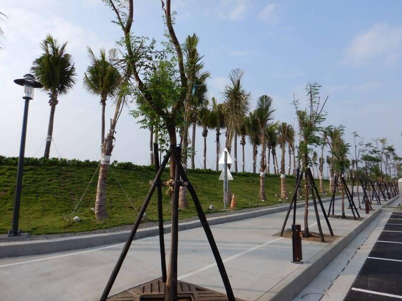 南市黃金海岸廊帶觀光公園風情。(南工務局提供)