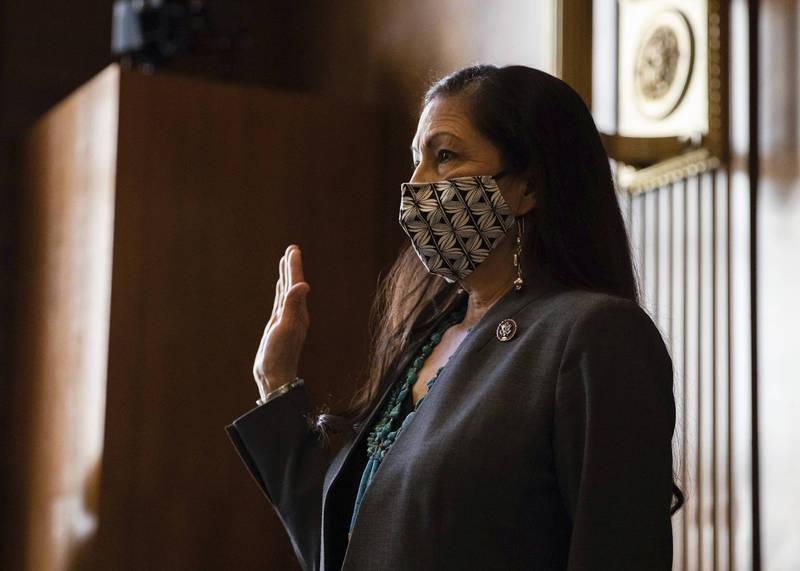 美參議院批准眾議員哈蘭內政部長提名案,哈蘭成為美國史上首位內閣部會首長的美國原住民。(美聯社)