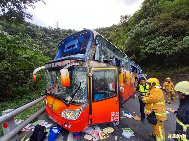 蘇花公路昨天下午發生遊覽車撞山事故釀6死39傷,案發後游姓駕駛表示踩不到煞車,但現場卻留有煞車痕。(資料照)