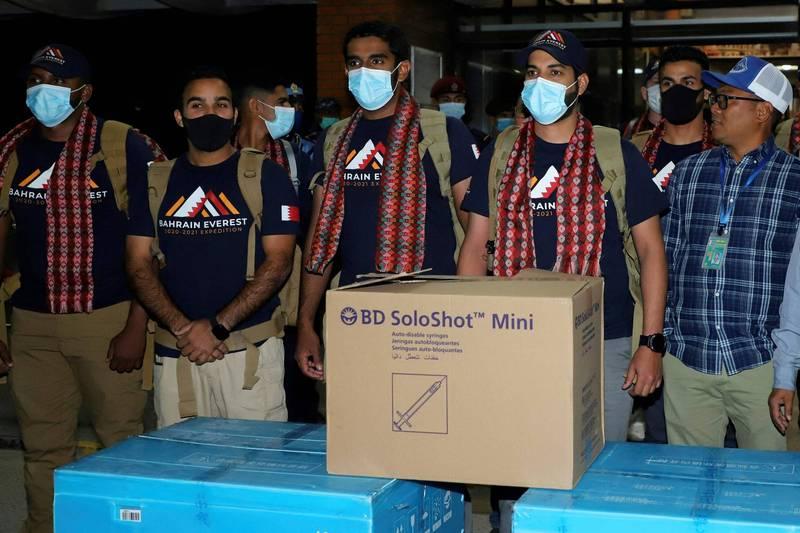 巴林王子穆罕默德計畫攀登聖母峰,未事先取得當局許可即帶來2000劑2019冠狀病毒疾病(COVID-19)疫苗,準備捐給當地一個村落。(法新社)