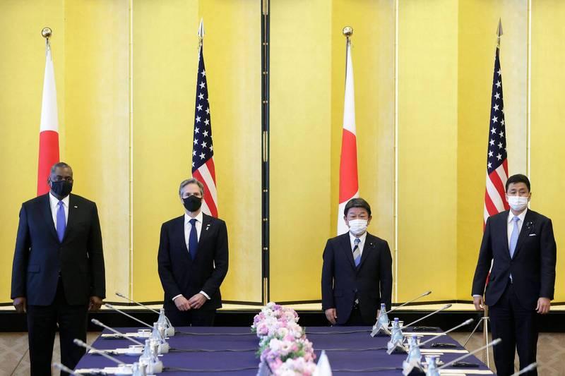 美日2+2會議昨由美國國務卿布林肯(左二)、國防部長奧斯汀(左一),以及日本外務大臣茂木敏充(右二)、防衛大臣岸信夫(右一)與會。(法新社)