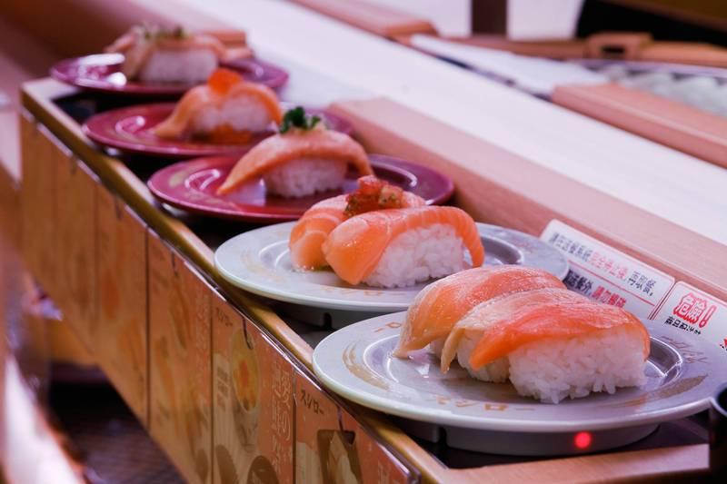 知名日本迴轉壽司店「壽司郎」推出活動,只要姓名中有「鮭魚」同音同字者,就可免費用餐。(台灣壽司郎股份有限公司提供)