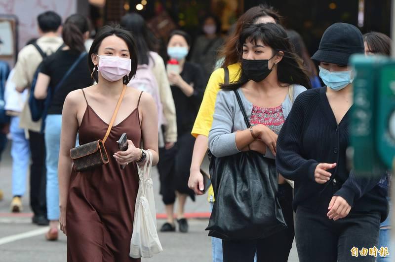 中央氣象局指出,今天(18日)台灣東側水氣增加,提升降雨機率,此外氣象局發布濃霧特報。(資料照)