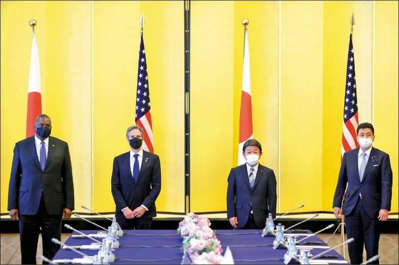 圖為美日2+2會議與會者,分別為美國國務卿布林肯(左二)、國防部長奧斯汀(左一),以及日本外務大臣茂木敏充(右二)、防衛大臣岸信夫(右一)。(路透)
