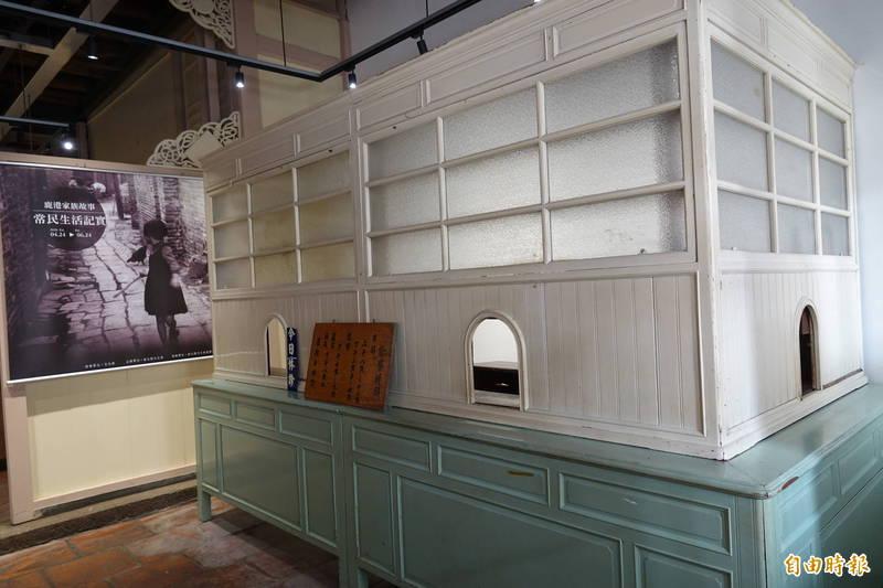 鹿港長源醫院保留當年掛號、領藥的傳統木造診間格局。(資料照,記者劉曉欣攝)