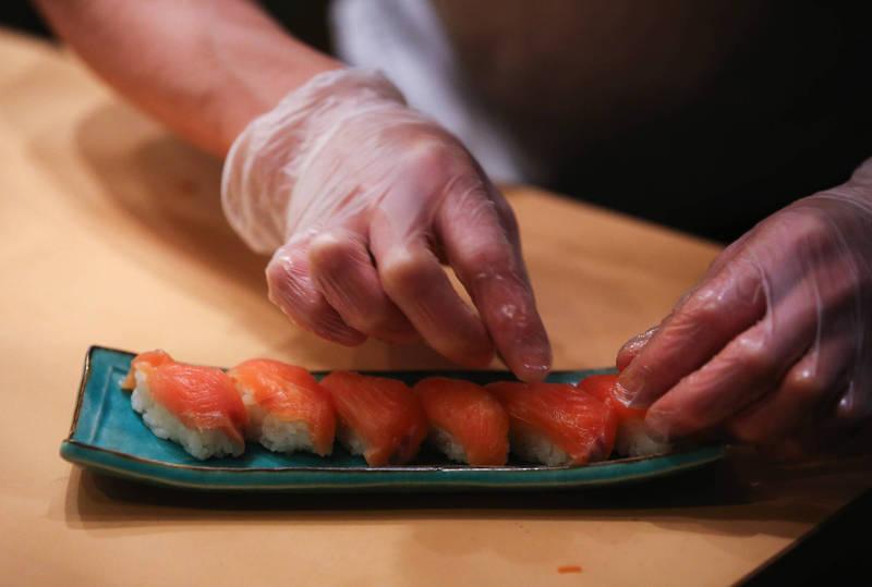 全球關注!台灣人瘋改名「鮭魚」 各國媒體這樣說…