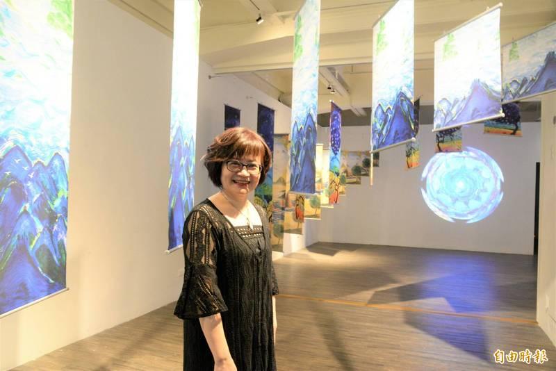 藝術家洪上翔現正於高雄新浜碼頭藝術空間舉辦「木末芙蓉花」個展。(記者許麗娟攝)