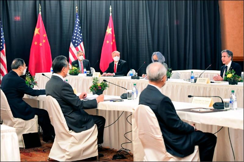 美中外交高層峰會十八日起一連兩天在美國阿拉斯加安克拉治舉行,雙方開幕致詞充滿火藥味。(美聯社)