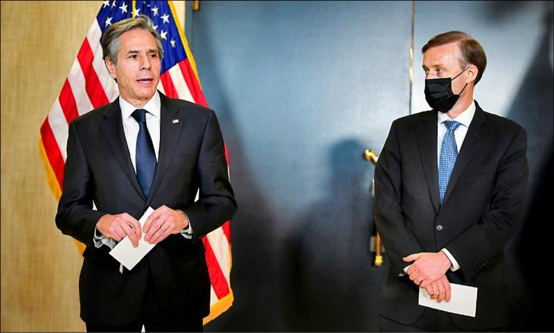 美中高層會談十九日落幕,美國國務卿布林肯與國安顧問蘇利文會後向媒體說明會談經過。(路透)