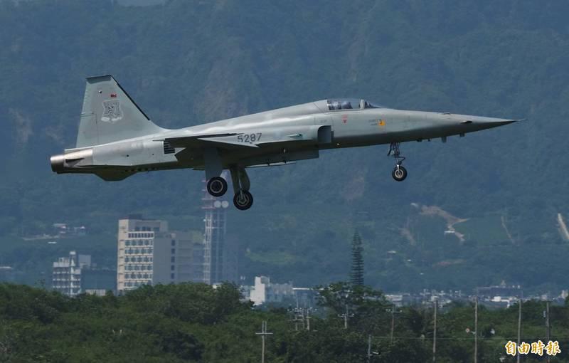 羅尚樺中尉今天駕駛這架編號5287的F-5E戰機在屏東滿州鄉外海失事。(資料照,記者游太郎攝)