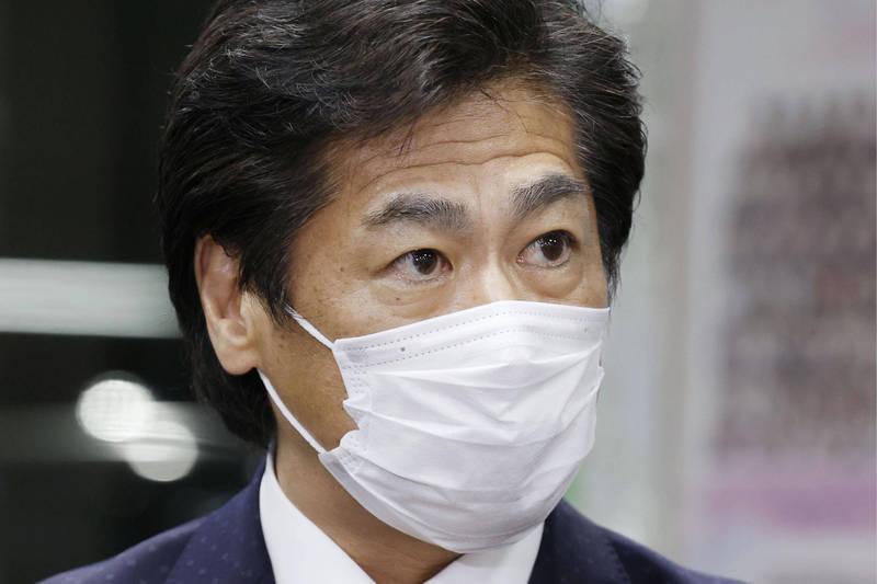 日本全面解除緊急事態宣言,厚生勞動大臣田村憲久表示,考慮擴大對境外人士的隔離檢測。(資料照,美聯社)
