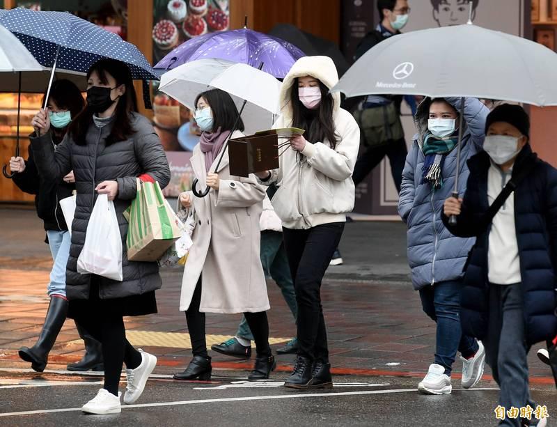 受大陸冷氣團影響,今晨氣溫驟降,氣象專家指此為典型的「倒春寒」,清晨北部空曠地區的低溫只有10-11度,預計今天白天回溫有限,並將持續到周二清晨。(資料照)