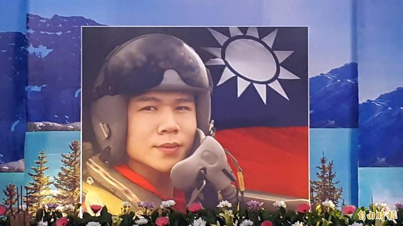 空軍飛行員朱冠甍上尉去年10月29日殉職,總統府公布總統令追晉朱冠甍為空軍中校。(資料照)