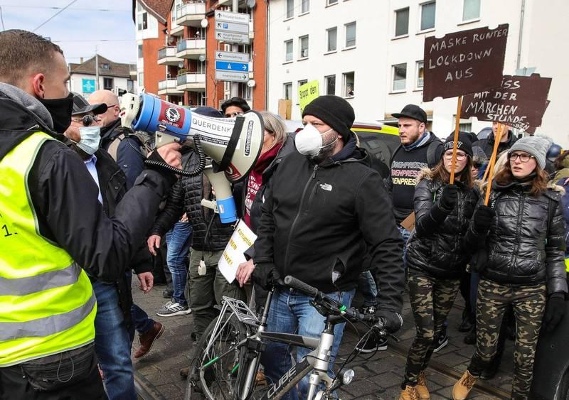 雖然德國民眾日前上街抗議政府無休止的封城措施,但因疫情升溫,德國政府已考慮下月再度實施封城。(法新社)